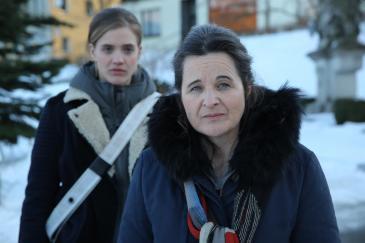 Miriam Fussenegger (Lisa Nemeth) und Maria Hofstätter (Grete Öller) in