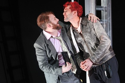 Marquis (Peter Pertusini) und Titus Feuerfuchs (Stefan Leonhardsberger) - Foto: Christian Brachwitz/Landestheater Linz