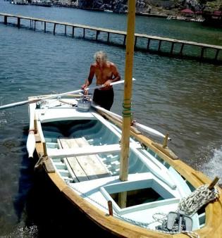 Von Linz nach Izmit mit einem Ruderboot (mit Mast und Segel für die Passage im Schwarzen Meer): Gerald Harringer und Ihsan Banabak legen sich für Europa in die Riemen. - Foto: Die Fabrikanten