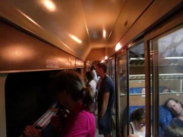 Nur wer steht, kommt in den vollen Genuss des Train-Movies auf dem Weg von Podgorica nach Kolasin