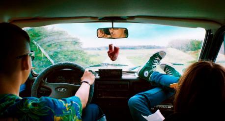 Der beste Sommer von allen! Tschick (Anand Batbileg) und Maik (Tristan Göbel) - Foto: Studiocanal Filmverleih
