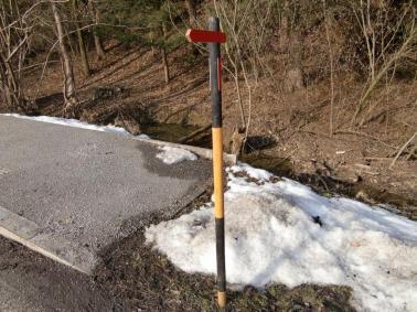 Faktisch eine Schneestange, alternativfaktisch ein Jogger